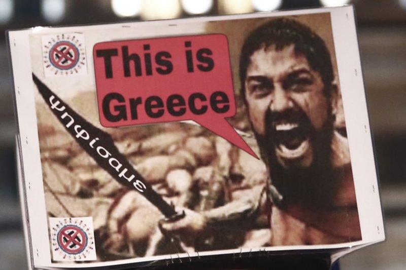 希臘民眾以海報力挺政府反撙節、抗歐盟(美聯社)