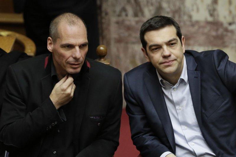談判破裂,希臘總理齊普拉斯(右)與財政部長瓦魯法基斯(左)開炮轟債權國(美聯社)