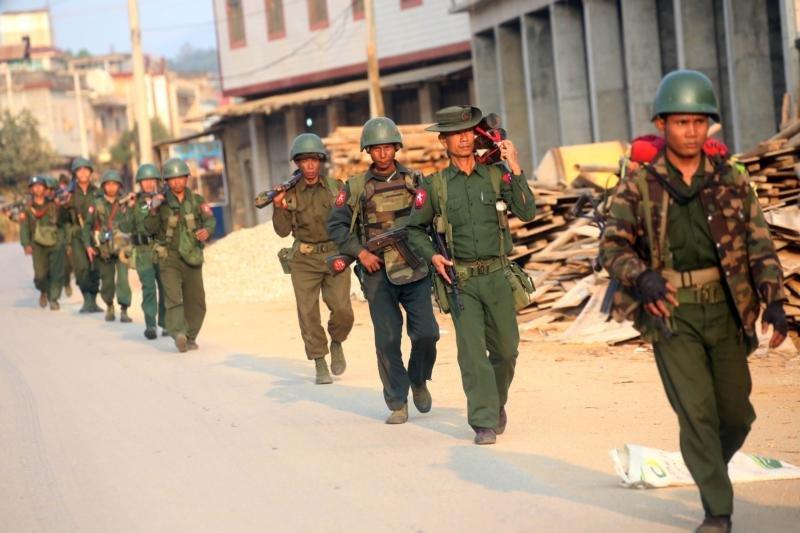 在果敢老街的緬甸軍。