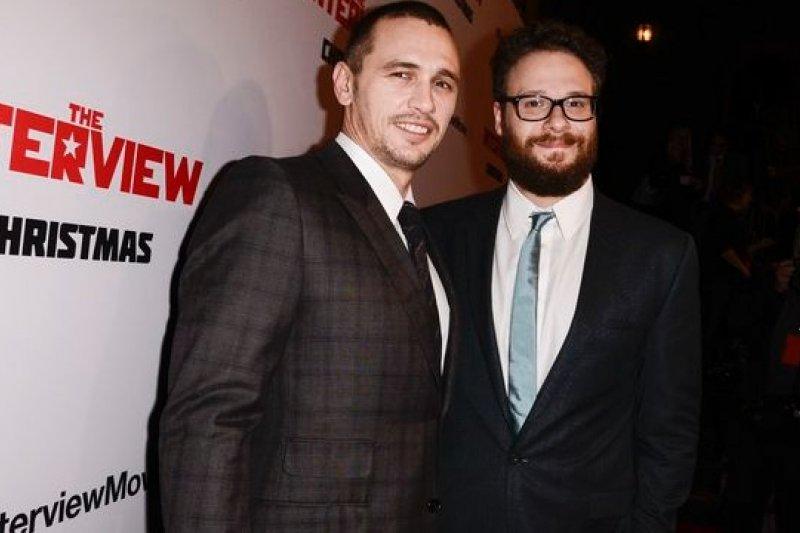 由塞斯羅根(右)與詹姆斯法蘭科主演的《名嘴出任務》,終於可以在耶誕節上映。(美聯社)