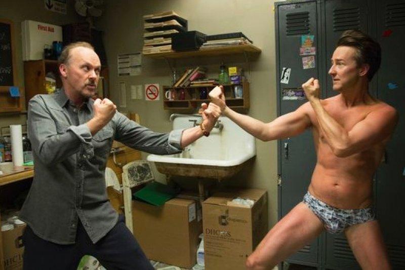 《鳥人》的米高基頓(左)與艾德華諾頓分別被提名音樂喜劇類最佳男主角、最佳男配角。(美聯社)