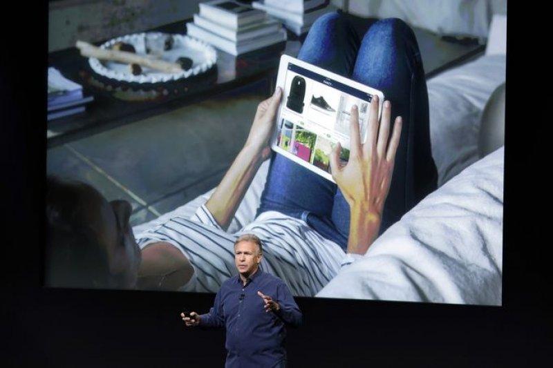 由於面板耽誤,蘋果延後生產大iPad,原來預期藉此挽救銷售量下滑的希望落空。(美聯社)