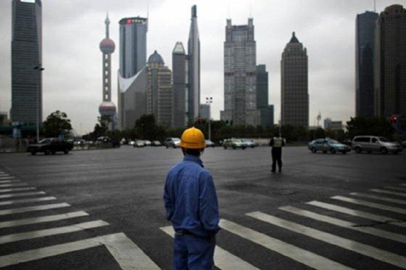中國兩會召開,預期下調中國經濟成長率。(騰訊大家網)