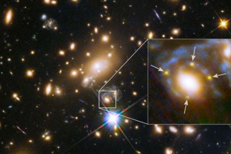 哈伯太空望遠鏡記錄到完美的「愛因斯坦十字」(NASA)