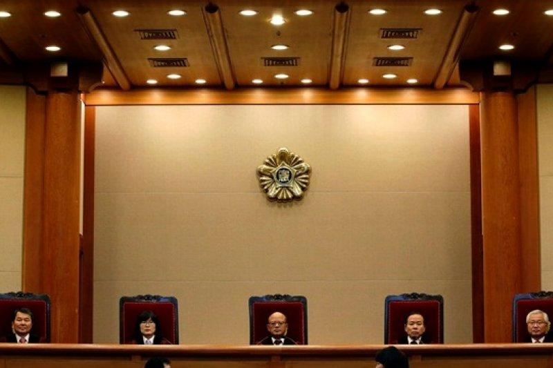 位於首爾的南韓憲法法庭26日宣布通姦除罪化(美聯社)