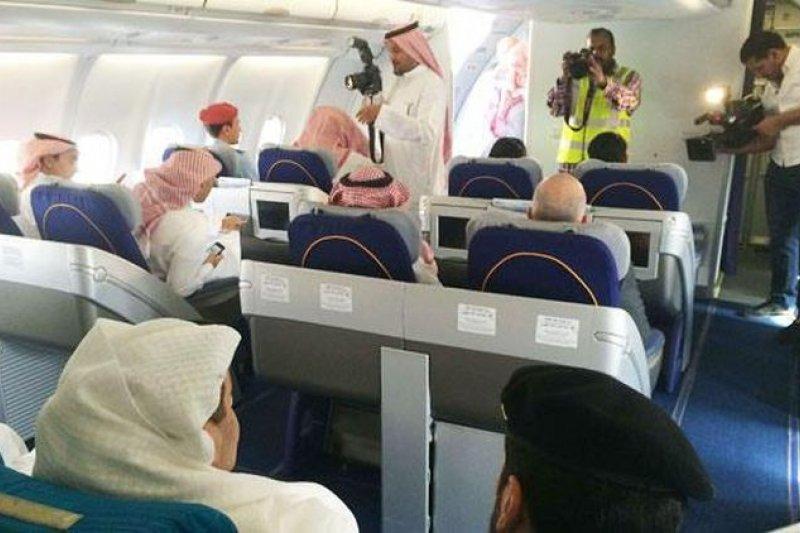 沙烏地阿拉伯國營航空將實施男女乘客座位分開。(取自推特)
