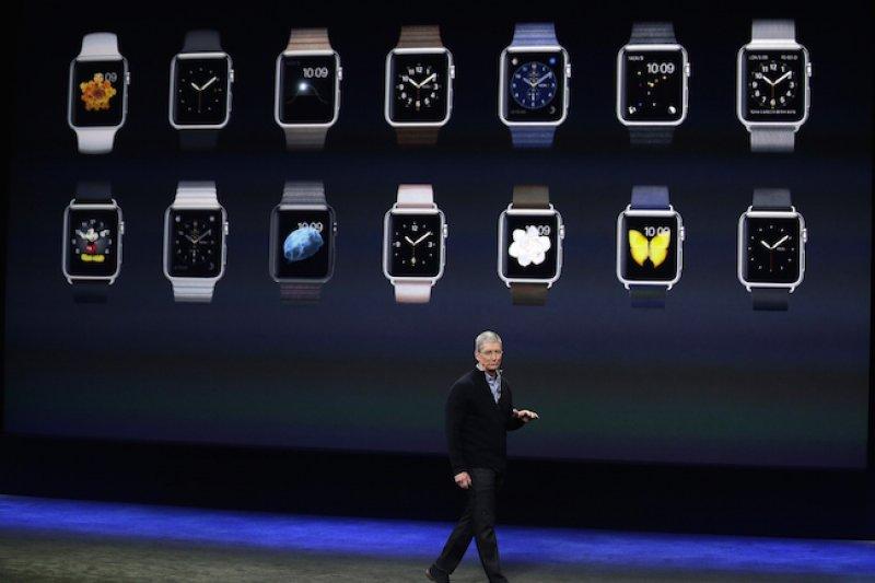 蘋果手錶上市前夕,執行長庫克宣布蘋果員工買蘋果手錶可享半價優惠。(資料照片,美聯社)