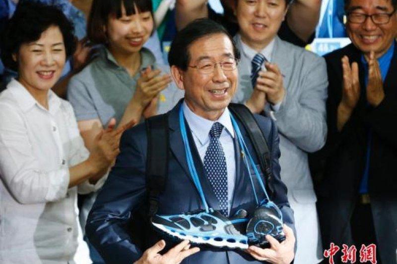 首爾市更在市長朴元淳全力支持下,在首爾制訂了一系列超越中央標準的節能政策,「市民就是能源」。(中新網)