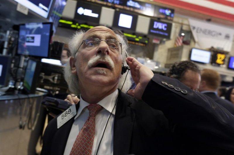 全球貨幣戰爭開打,金融市場震盪加劇,難保全球經濟不會再受害。(資料照片,美聯社)