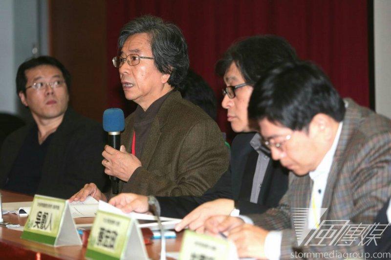 318學運一周年,台灣教授協會今(14)起連2日舉行學術研討會,邀請中研院社會研究所所長蕭新煌等,討論318對台灣社會、政治的衝擊。(余志偉攝)