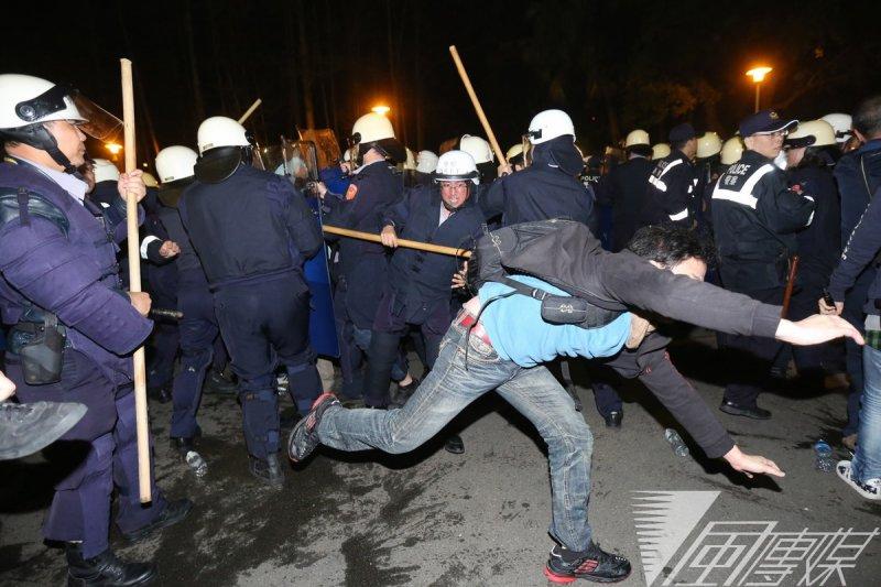 318週年,行政院發言人孫立群表示,打人警察相關資料都已送檢調。(資料照片,余志偉攝)