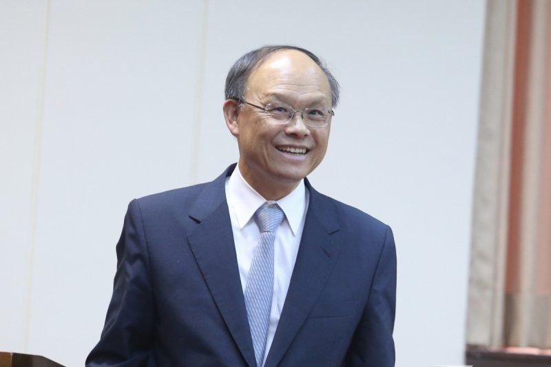 經濟部長鄧振中19日被媒體問到美牛雜議題時,以台語表示「那卡嘸要緊」。(吳逸驊攝)