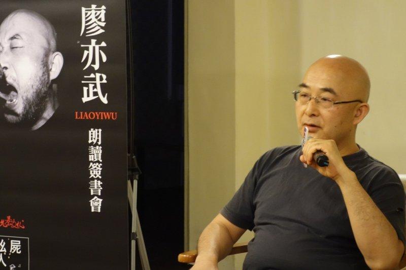 中國流亡作家廖亦武20日在台北舉行新書分享會,他說台灣總統太天真,倒沒想到台北市長是性情中人。(允晨文化提供)