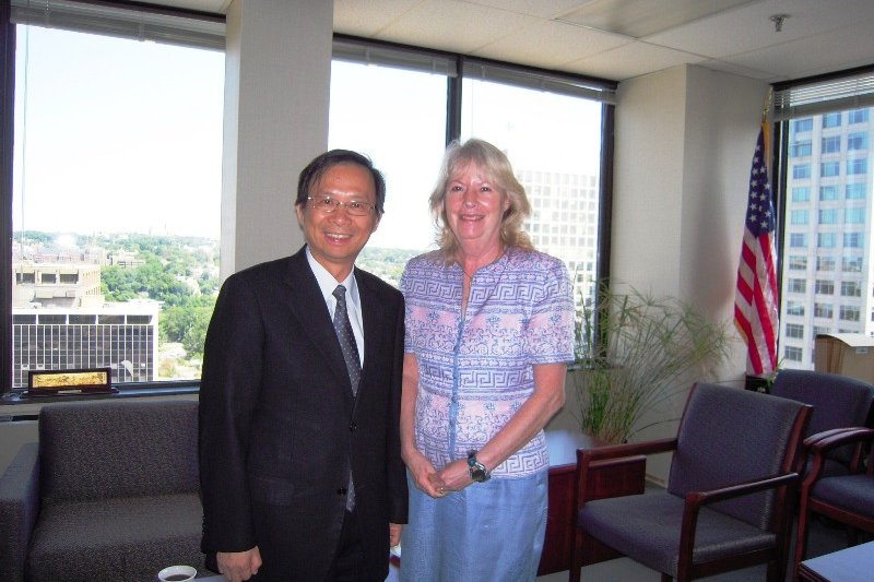 美國在台協會(AIT)前執行理事施藍旗(右)。(取自駐美國台北經濟文化代表處科技組)