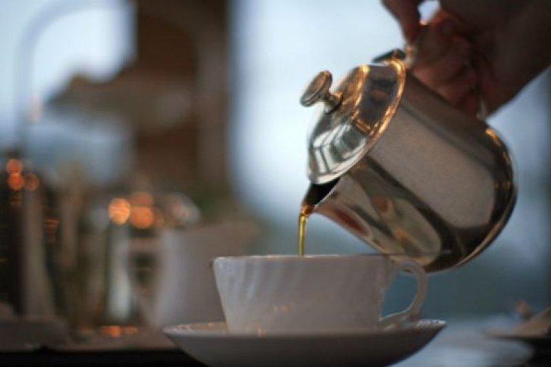 英國人據說每天喝1億6千5百萬杯茶。(BBC中文網)