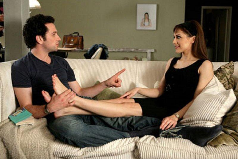 在電影《相思成災》中,艾蜜莉與gay蜜彼得的友誼堪稱水乳交融。(劇照)