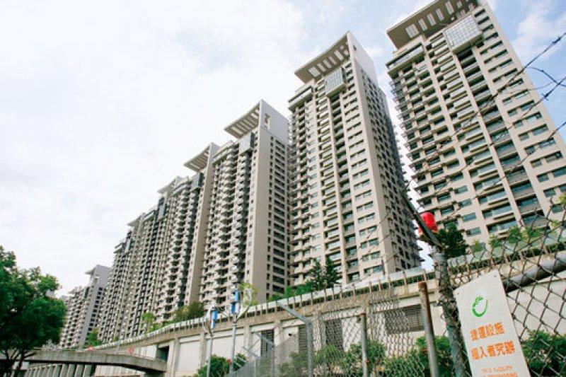 針對美河市(圖)住戶高分貝提出房價議題,專家建議不要一直主張房價將因社會宅走跌,以免成為未來買方殺價的理由。