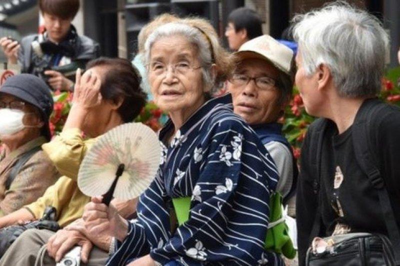 日本65歲以上老年人佔人口總數四分之一以上。(BBC中文網)