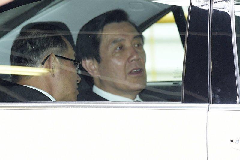 總統馬英九24日閃電赴星悼唁新加坡資政李光耀。(美聯社)
