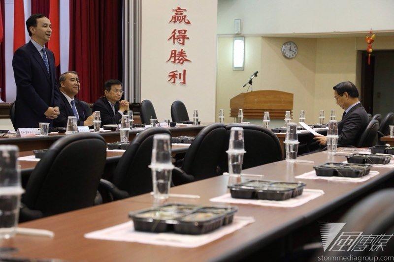 總統馬英九對修憲提出的建議,朱立倫突將語調提高地說,所有人的意見都會參考,「今天最後的決議就是黨版」。(楊子磊攝)