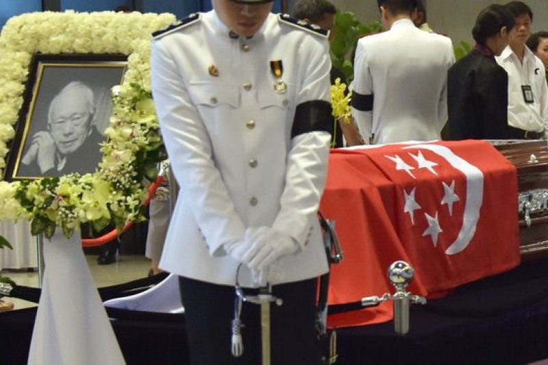 在過去4天,有超過40萬人到國會大樓瞻仰靈柩,85萬人到社區設立的弔唁處悼念。