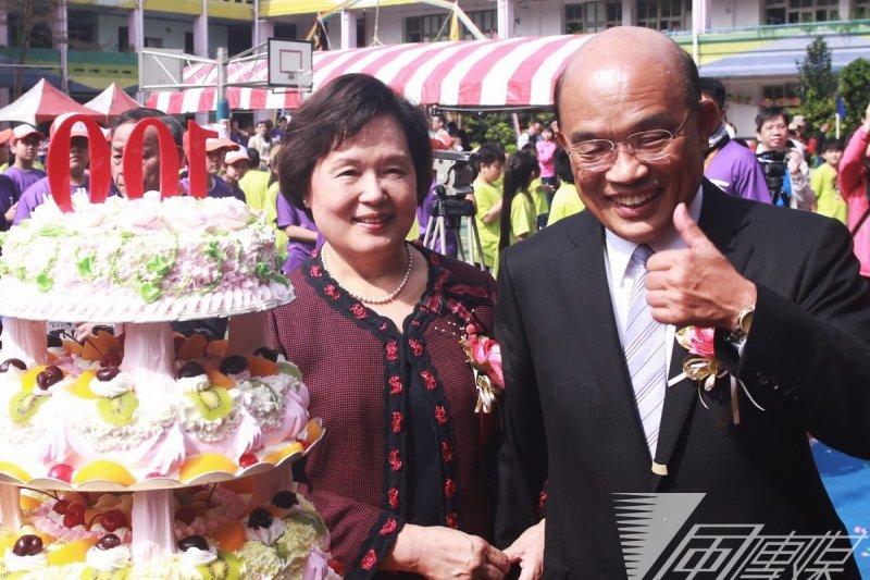 西門國小百年校慶,王金平與蘇貞昌皆出席齊切蛋糕。蘇夫人是第16屆校友。(林韶安攝)