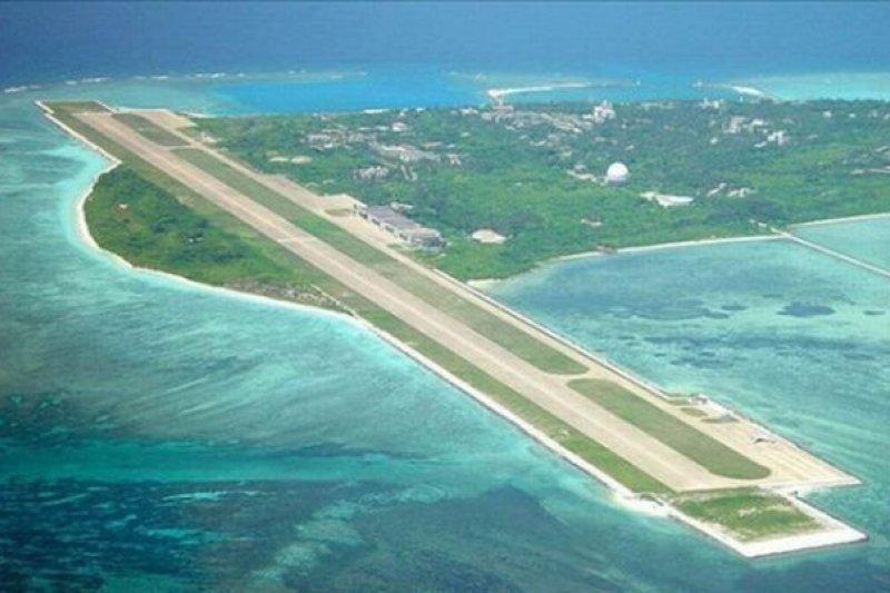 高廣圻表示,要延長太平島機場跑道,需要行政院和國安團隊討論,不過國防部是樂觀其成。