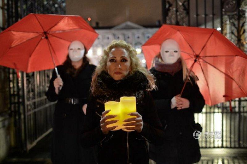 性工作者的風險係數始終極高。(圖為2014年12月17日,倫敦性工作者與支持者遊行紀念國際終止暴力對待性工作者日,騰訊圖片)