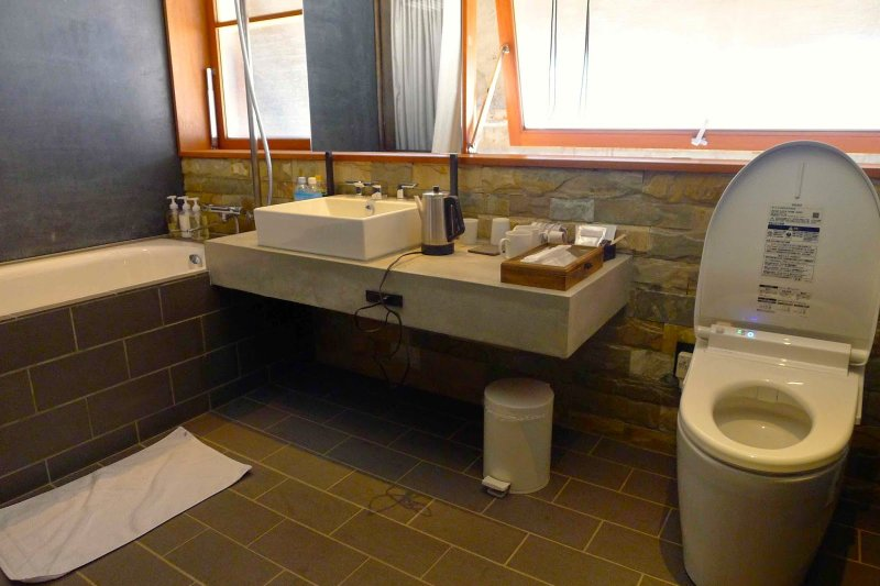 浴室的空間很寬敞.jpg