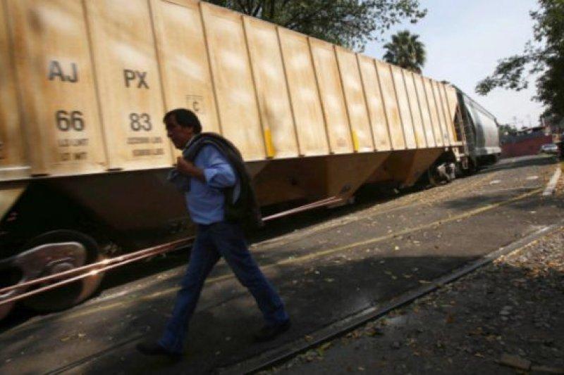 最初的計劃希望中國高鐵能取代墨西哥陳舊的鐵路設施。(BBC中文網)