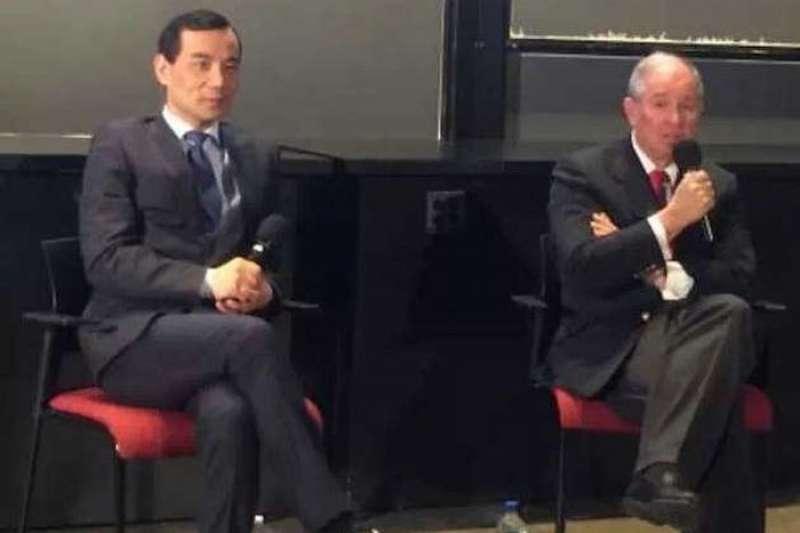 安邦保險集團CEO吳小暉(左)黑石集團董事長蘇世民