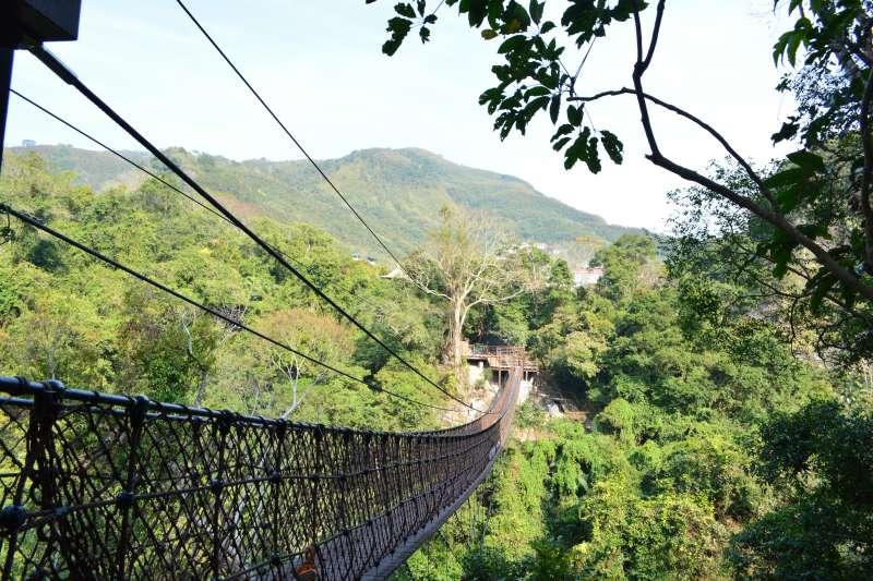 天空繩橋長70公尺,高50公尺,懸空橫跨大利敢溪流谷地,是全國最長的繩橋之一。