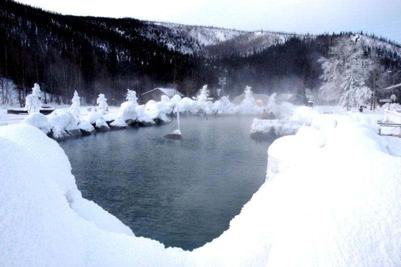 在阿拉斯加的珍娜溫泉,可以同時享受雪景、溫泉與極光(圖/flickr@PunkToad)