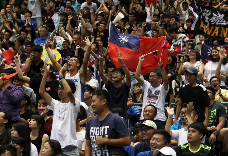 世大運男籃,中華隊以4分之差擊敗南韓隊,全場球迷高聲歡呼。(蘇仲泓攝)