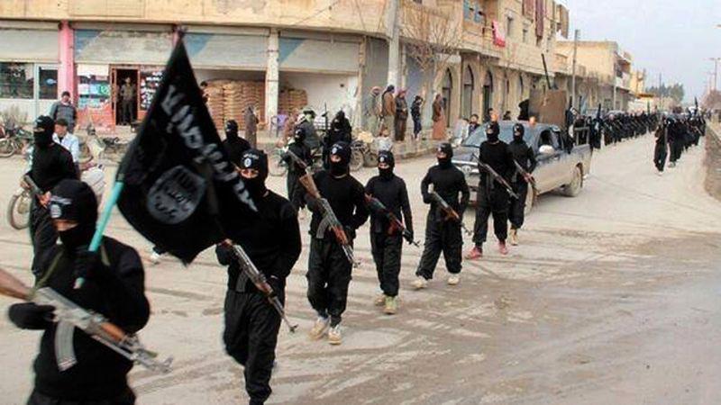 2014年1月,伊斯蘭國成員進入敘利亞拉卡(Raqqa)。(美聯社)