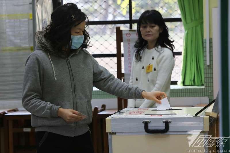 在台灣,朝野不分政黨立委也提案修憲將投票門檻降至18歲,但藍營高層透露,內閣制或閣揆同意權一定要有1項通過,「這2個是主菜,其他都是配菜,沒有主菜就沒有配菜。」(楊子磊攝)