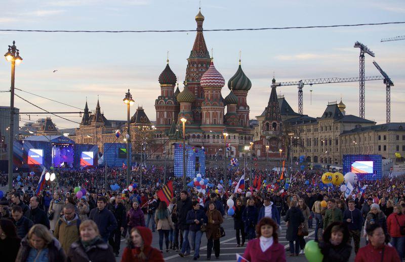 莫斯科18日湧入10萬多人慶祝克里米亞回歸。(美聯社)
