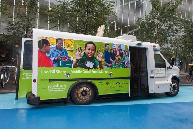 由公車改裝的「移動市集」巴士(圖/ Laura Berman)