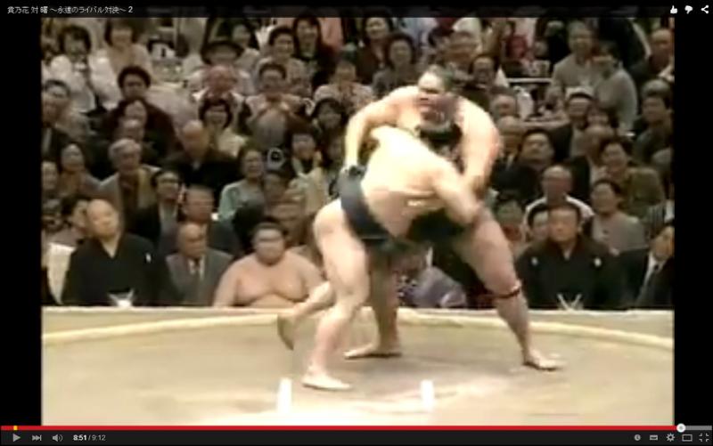 兩大橫綱貴乃花(左)與曙太郎(右)之間的對決可說是90年代相撲迷的經典回憶,兩人生涯對戰互為21勝21負。 (圖片來源:翻攝自YouTube)