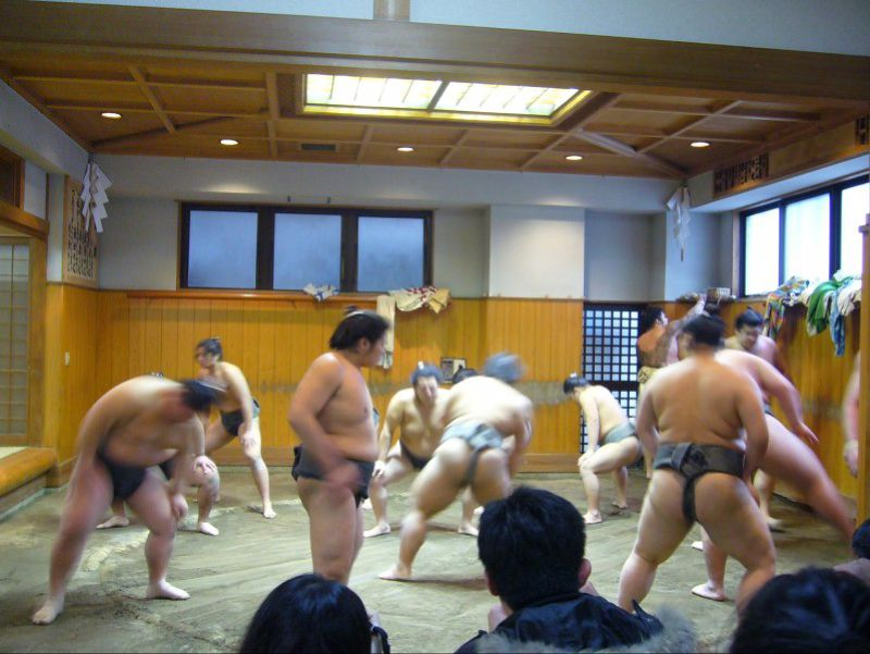 不論位階高低,過團體生活的相撲力士清晨便要進行辛苦晨練。(圖片來源:筆者2010年攝於春日野部屋)