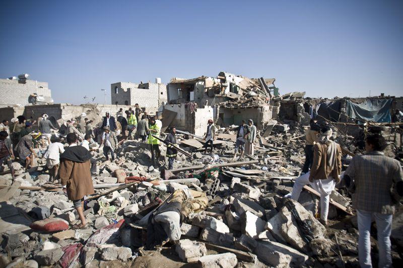 葉門26日遭空襲後的殘破景象。(美聯社)