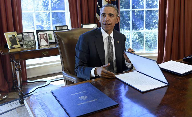 美國總統歐巴馬1日簽署行政命令。(美聯社)