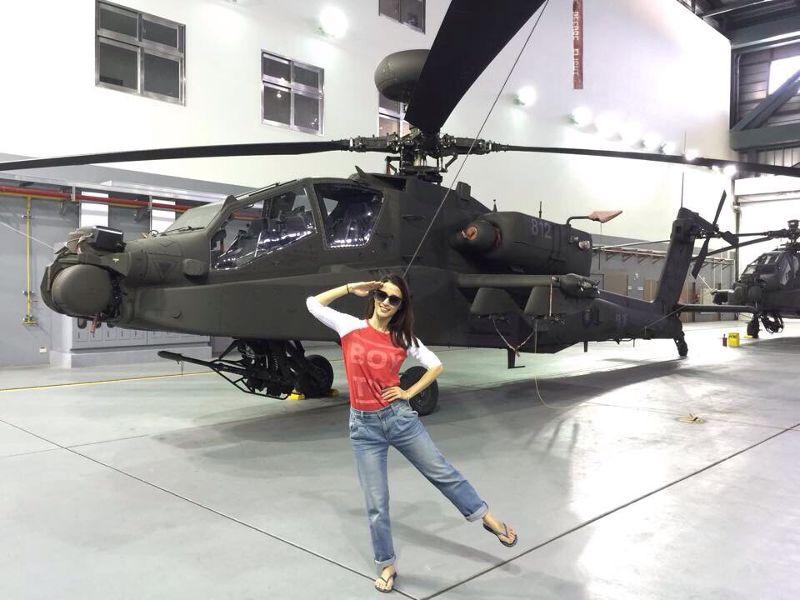 1427962758716-李蒨蓉參觀AH-64E阿帕契直升機的修護廠房-取自李蒨蓉臉書.jpg