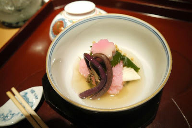 白肉魚煮物搭配櫻花糯米飯
