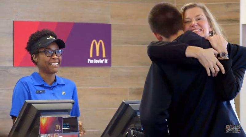 麥當勞推出「用愛付款」。(圖/翻攝自YouTube)
