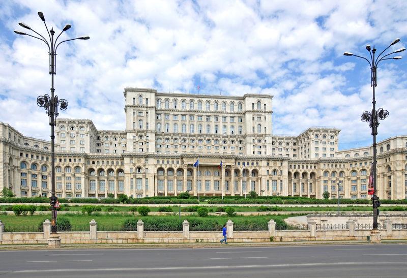 位在布勒加斯特的羅馬尼亞人民宮,是全世界第二大建築物。(圖/Dennis Jarvis@Flickr)