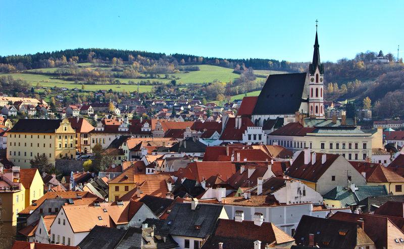 庫羅諾夫是捷克的一個小城鎮,Krumau是德語「高低不平的草地」之意。(圖/দেবর্ষি রায়@Flickr)