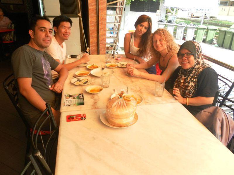 在麻六甲與伊朗朋友歐米一起用餐(圖/作者提供)
