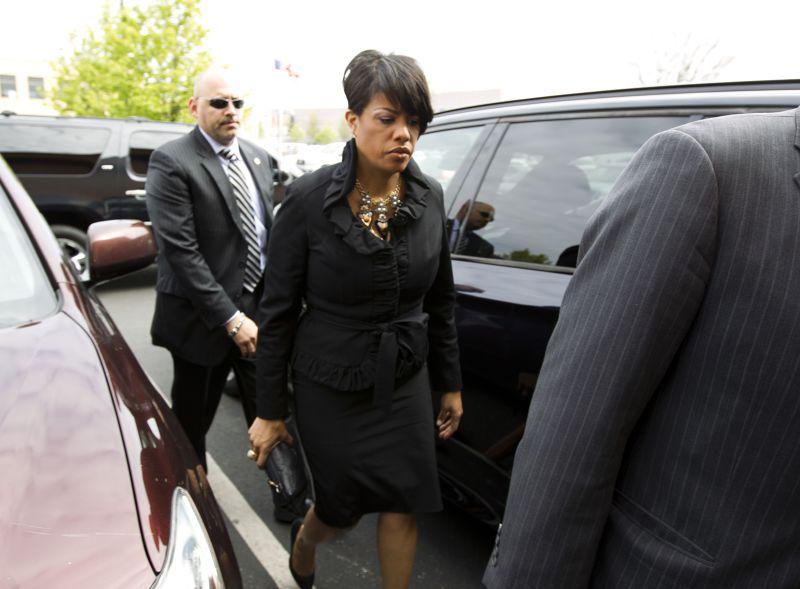 巴爾的摩市長蘿琳絲布蕾克27日出席葛瑞喪禮。(美聯社)