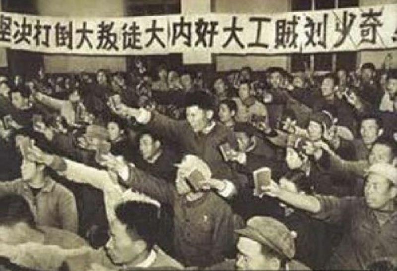 二把手劉少奇亦遭批鬥。